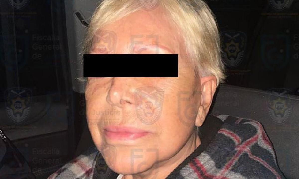 Detienen a lideresa de ambulantes en CDMX por extorsión y robo; ella acusó de juego sucio a AMLO