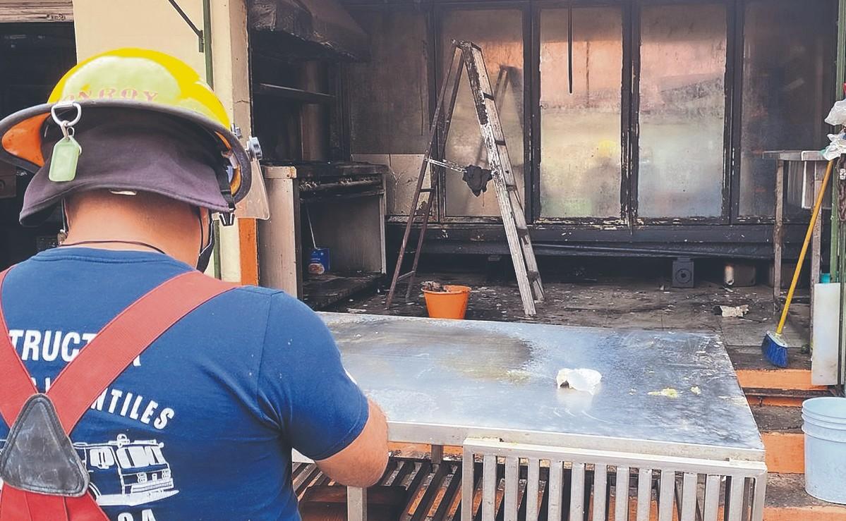 Cocinera provoca incendio en una tortería por accidente tras derramar aceite, en Morelos