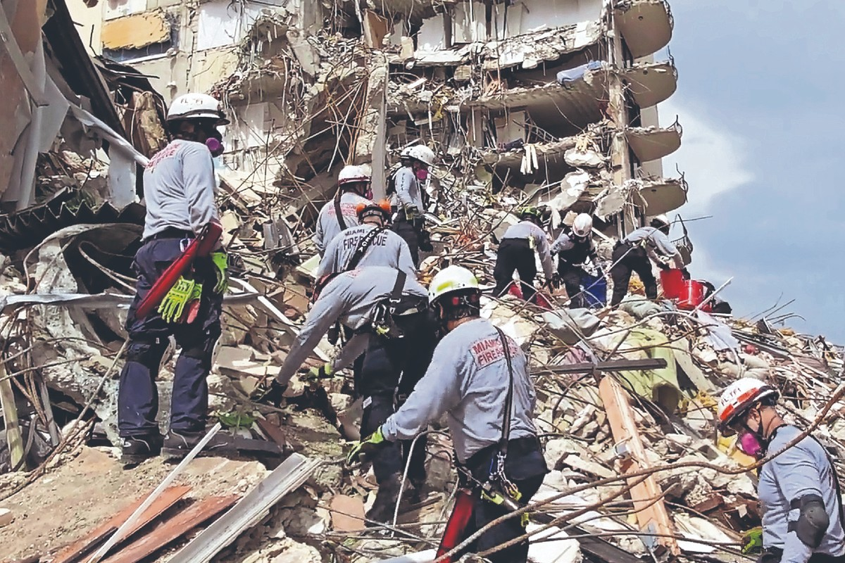 Derrumbe de un edificio deja al menos 4 muertos y 159 desaparecidos, en Estados Unidos