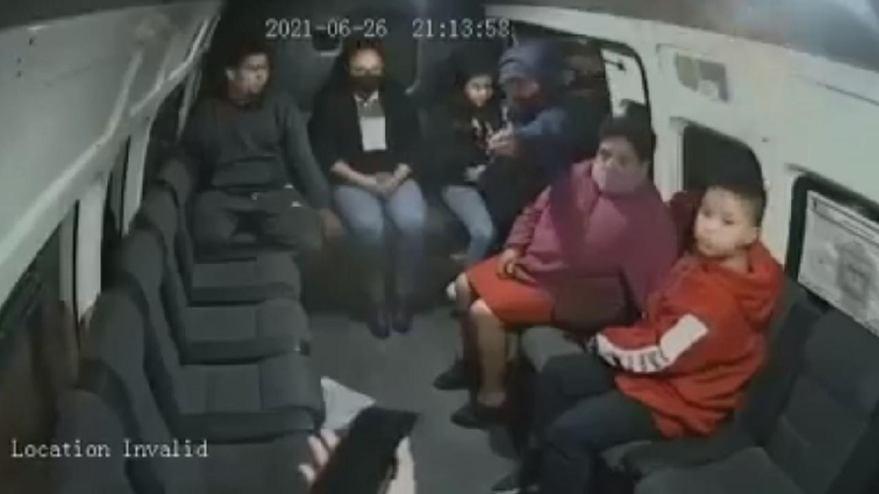 Asaltantes usan a niño durante ataque en combi del Edomex, todo quedó grabado en video