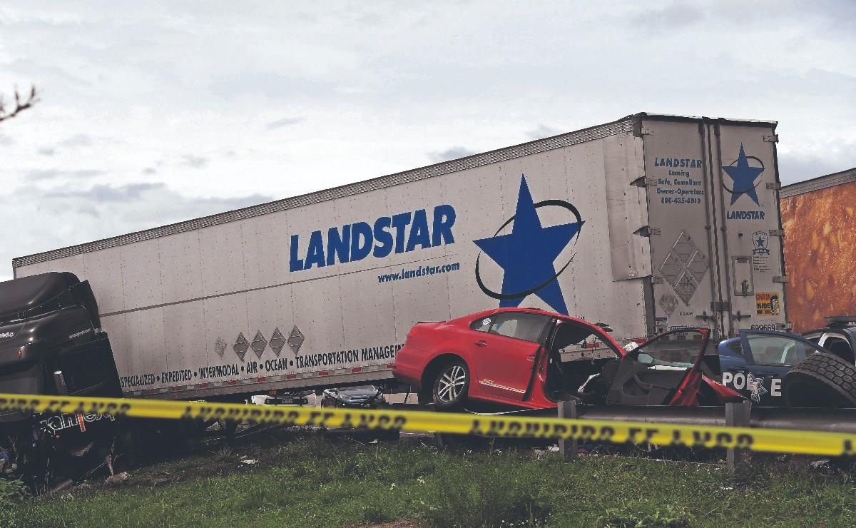 Automovilista termina partido en 2 tras choque contra tráiler en Ixtapaluca, murió una abue