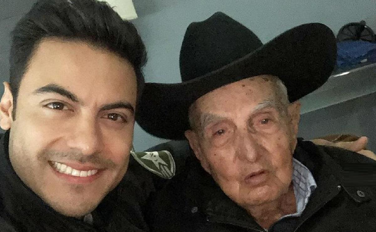 Carlos Rivera está de luto, anuncia la muerte de su abuelito de 96 años