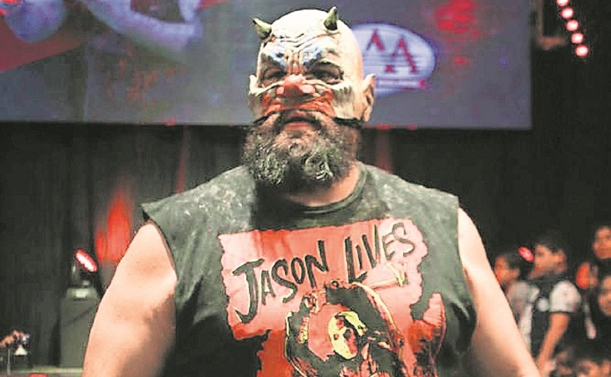 Murder sentencia al Puma, le advierte que le costará sangre haberse metido con su máscara