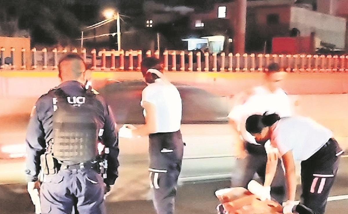 Atropellan a hombre que deambulaba por el Paso Exprés y muere en el hospital, en Morelos