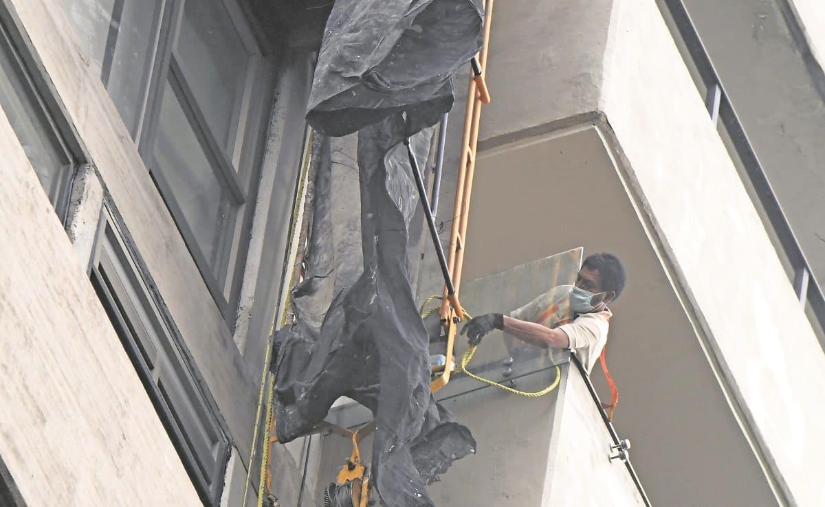 Cae andamio desde un doceavo piso con dos y trabajadores en CDMX, uno muere