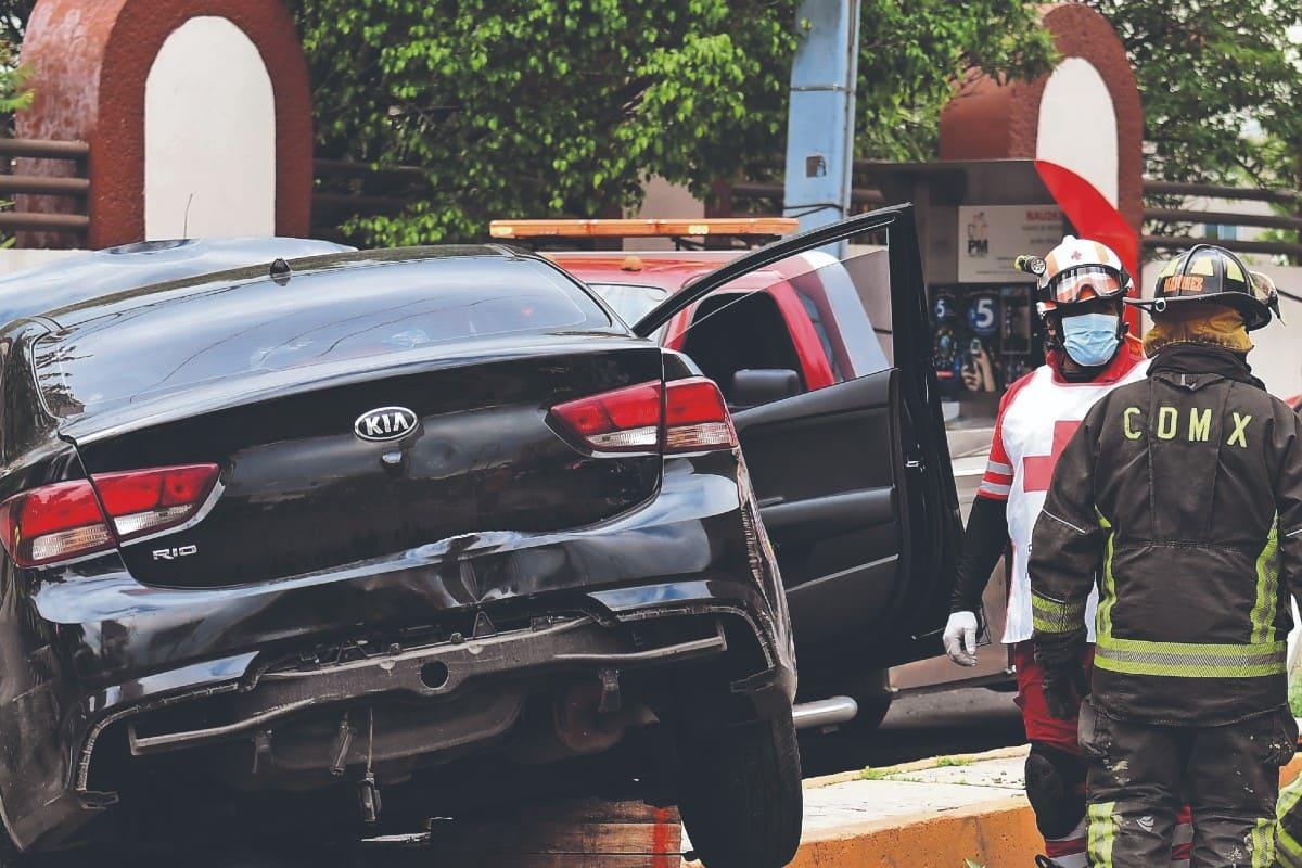 Mujer muere aplastada por dos automovilistas que jugaban carreritas, en Naucalpan