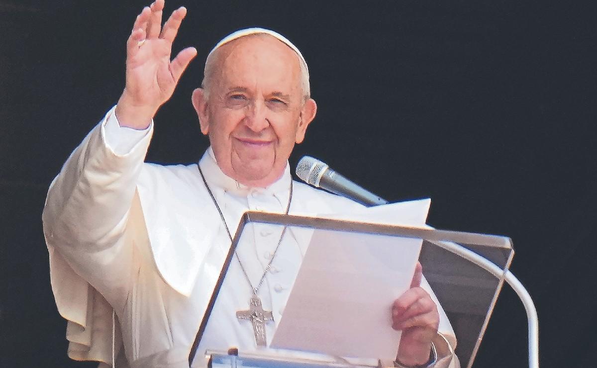 Reportan estable al papa Francisco, tras someterse a cirugía por problemas de salud