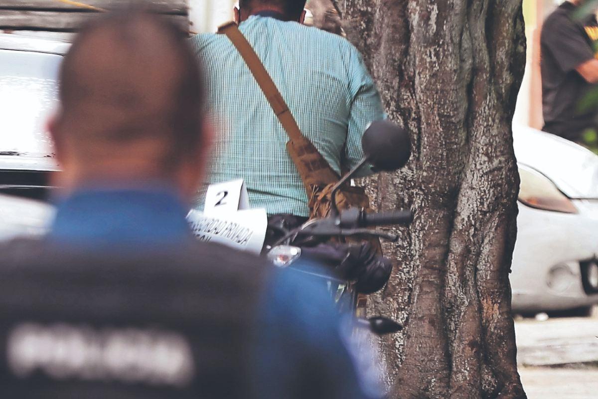 Asaltan a repartidores y ejecutan a guardia que custodiaba camión de chelas, en Naucalpan