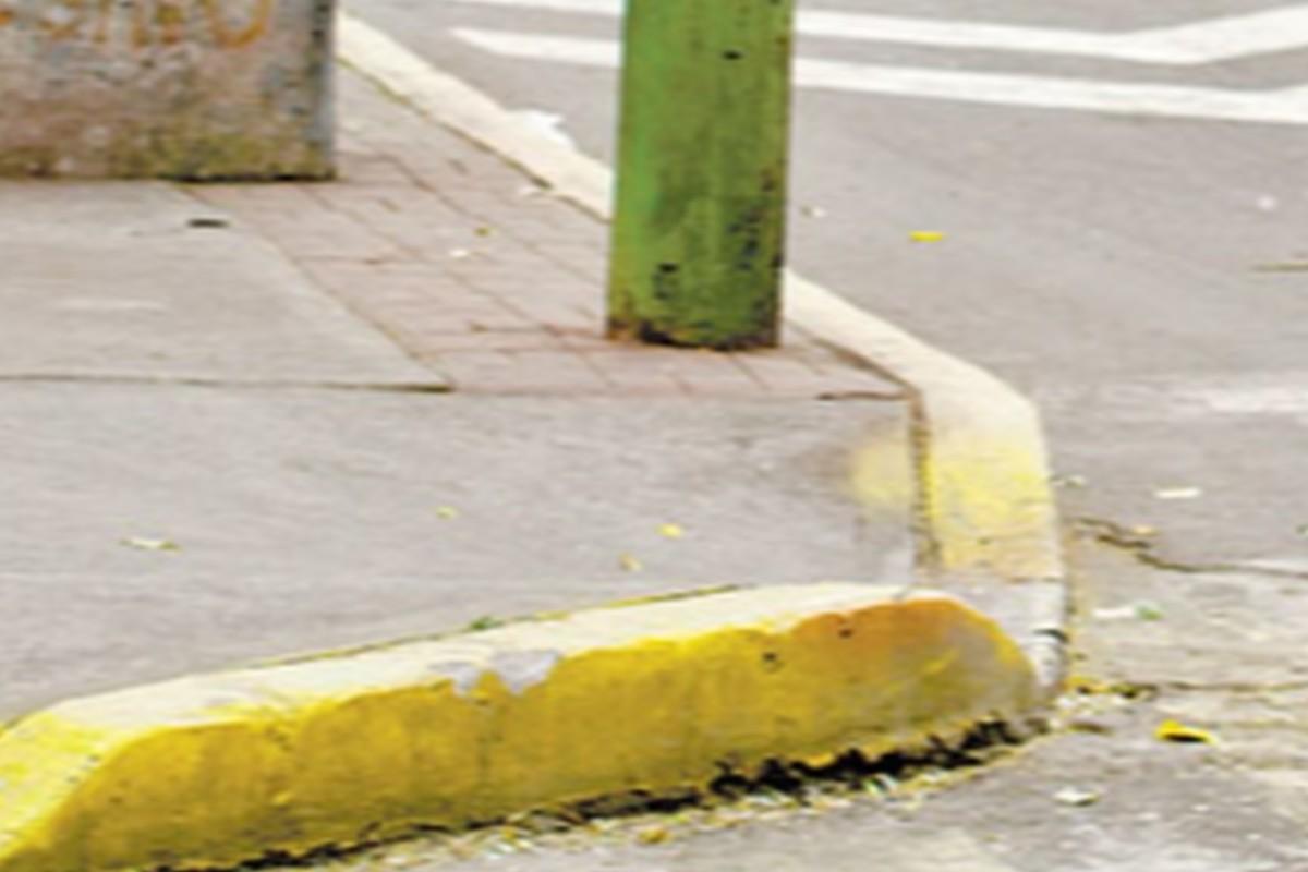 Dejan en vía pública el cadáver de un indigente con fracturas en el cráneo, en Coyoacán