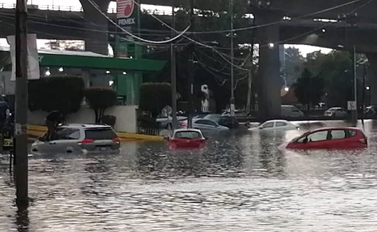 Fuertes lluvias ahora sumergen a Naucalpan, las vialidades quedaron colapsadas