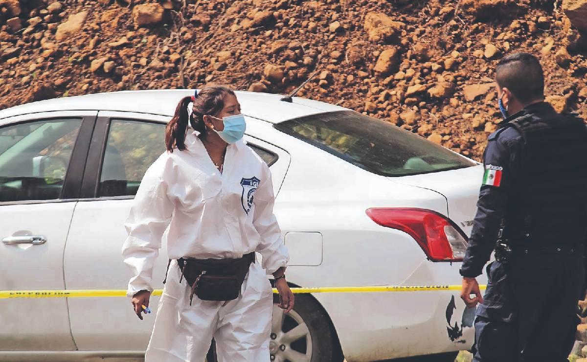 Encuentran a dos hombres desnudos dentro de auto en Tepoztlán, ya no tenían vida