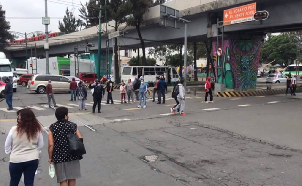 Vecinos bloquean varios puntos de la Gustavo A Madero, exigen agua y prometen no irse