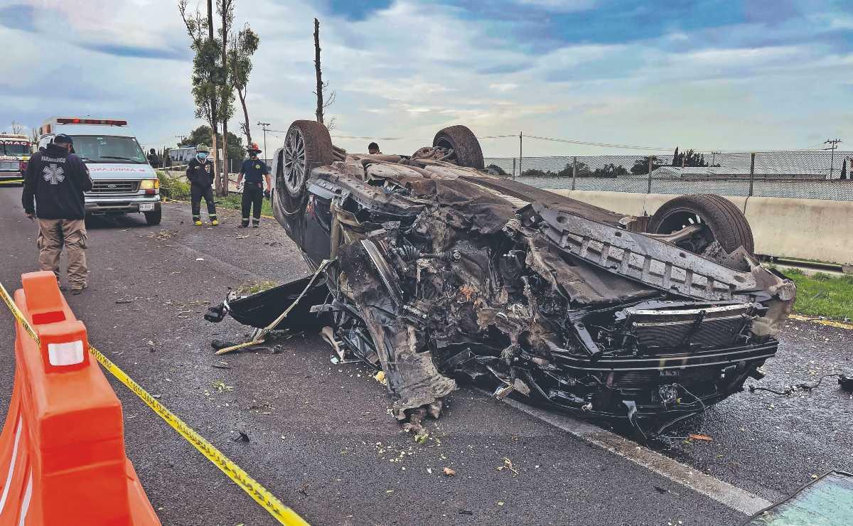 Sexagenario acelera de más en su coche de lujo y termina muerto, en la México - Pachuca