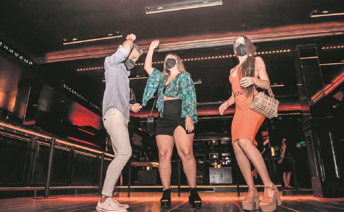 Francia reabre discotecas tras 16 meses de cierre por Covid-19