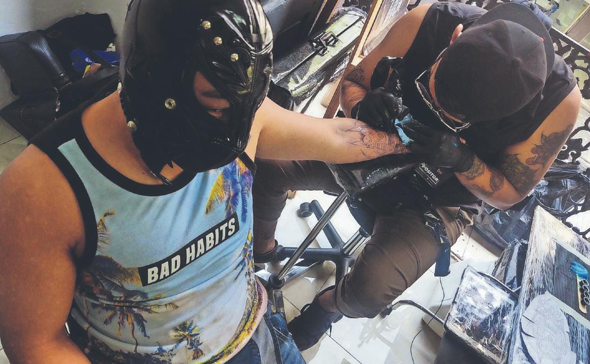 Látigo y Arez se midieron en un duelo de tatuajes lejos del ring