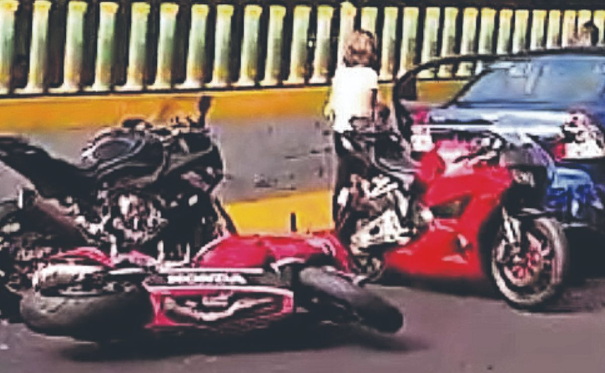 Biker se debate entre la vida y la muerte tras embarrarse y causar carambola, en Morelos