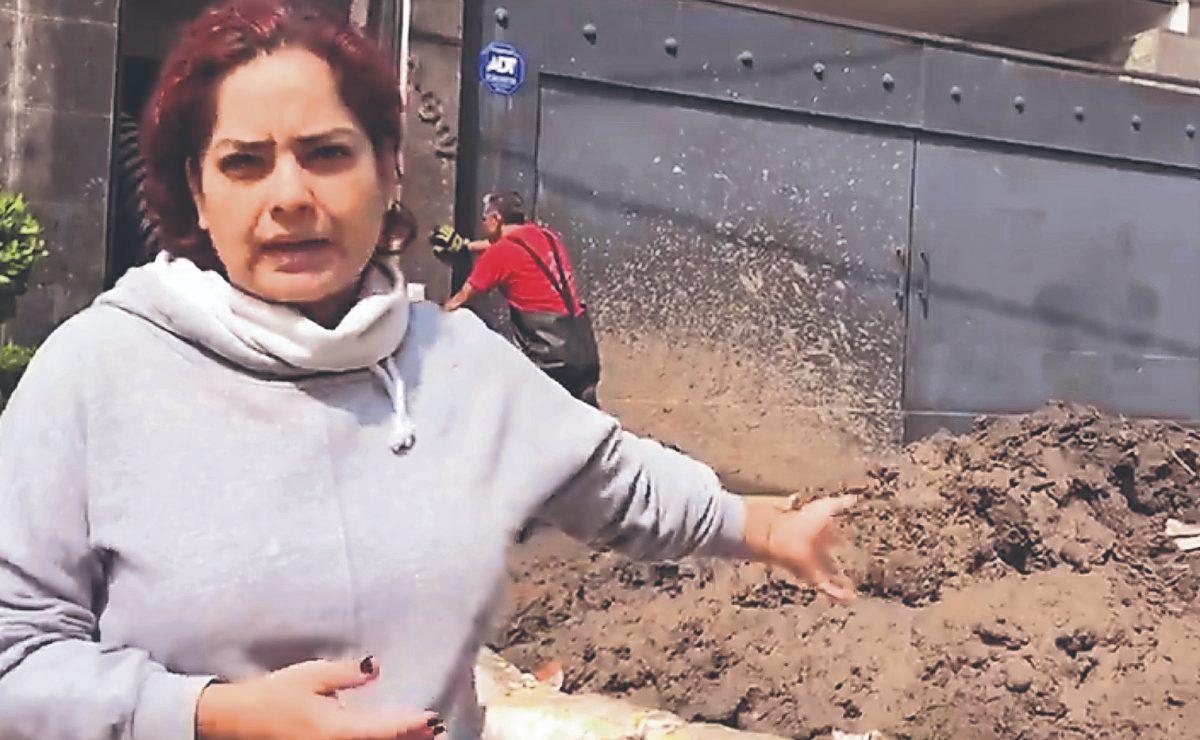 Familia padece tras deslave que sepultó su casa entre piedras y tierra, en Naucalpan