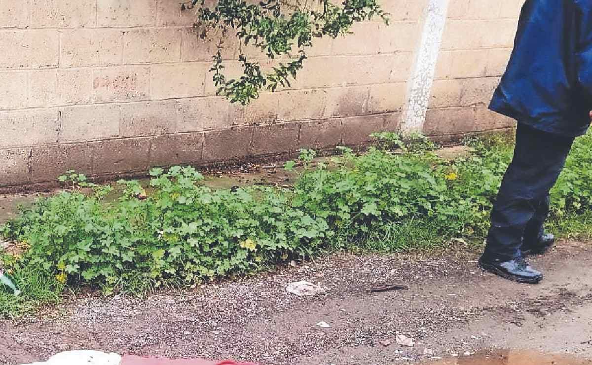 Vecinos despiertan y encuentran lago de sangre en Tultitlán, con dos cadáveres
