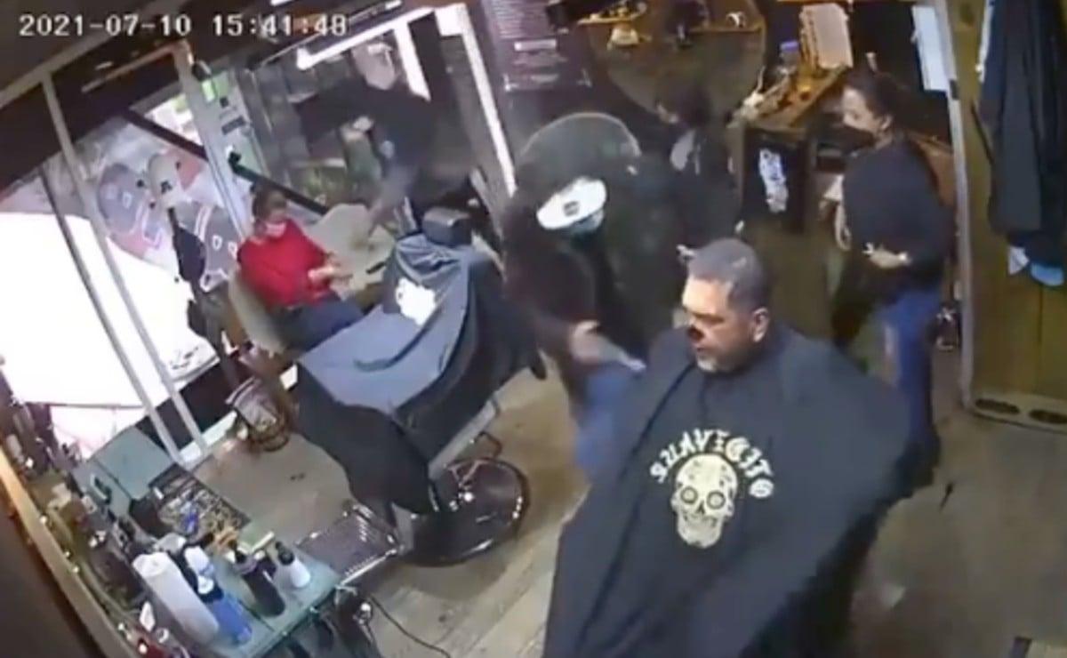 Video capta violento asalto a negocio en Toluca, uno de los atacantes es menor de edad