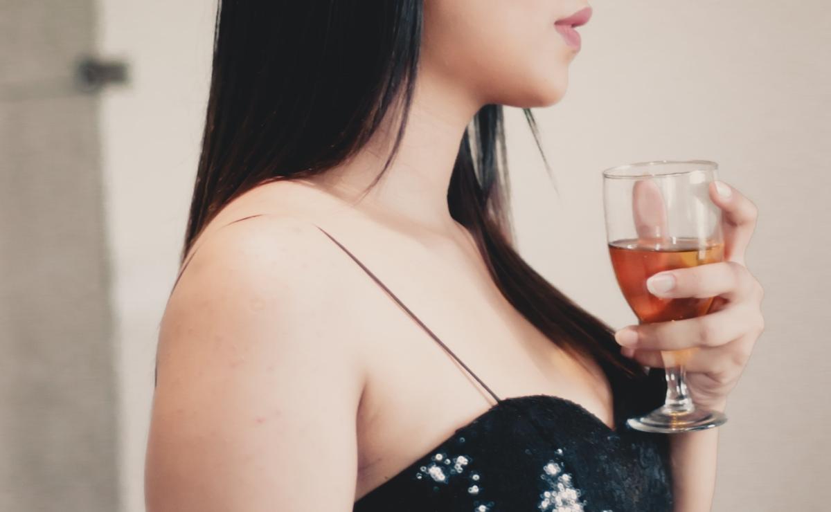 """""""Mi novio quiere que me beba sus fluidos en una copa, mientras él se manosea"""""""