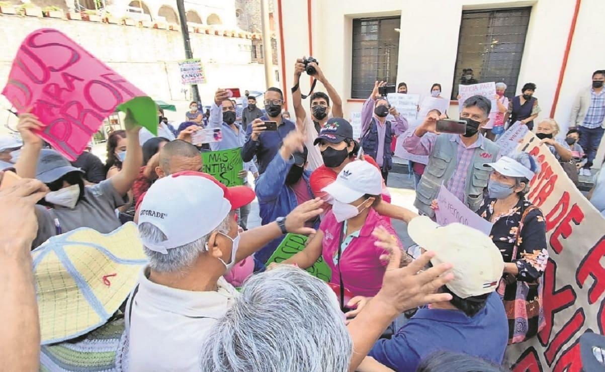 Amigos de profe acusado de violación se enfrentan con familiares de víctima en Morelos
