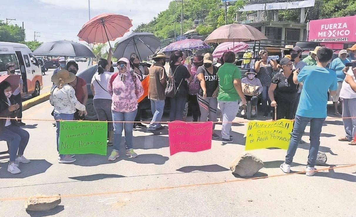 Por falta de agua, vecinos de Zacatepec cierran carretera federal en Morelos
