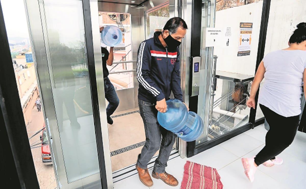 Vecinos de Álvaro Obregón reportan que el elevador inclinado ayuda a la comunidad