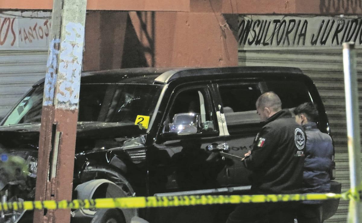 Hombre trata de escapar de las balas, pero lo ejecutan dentro de su camioneta en Neza