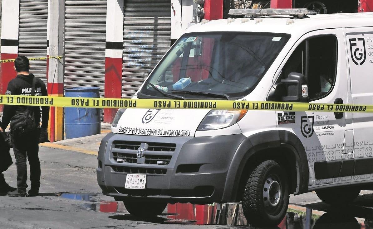 Motosicarios llegan a un local de llantas y ejecutan a encargado, en la CDMX