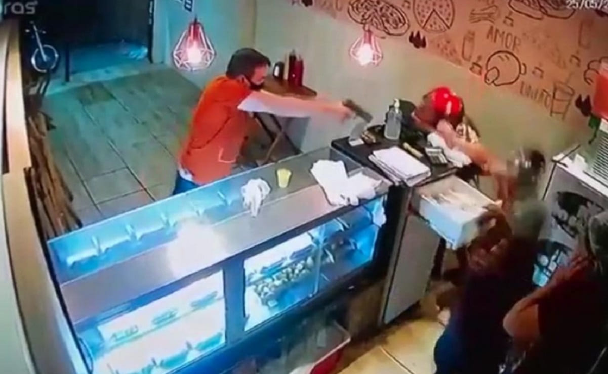 Pareja entra a pizzería para asaltarla, pero justiciero mata al hombre en Brasil