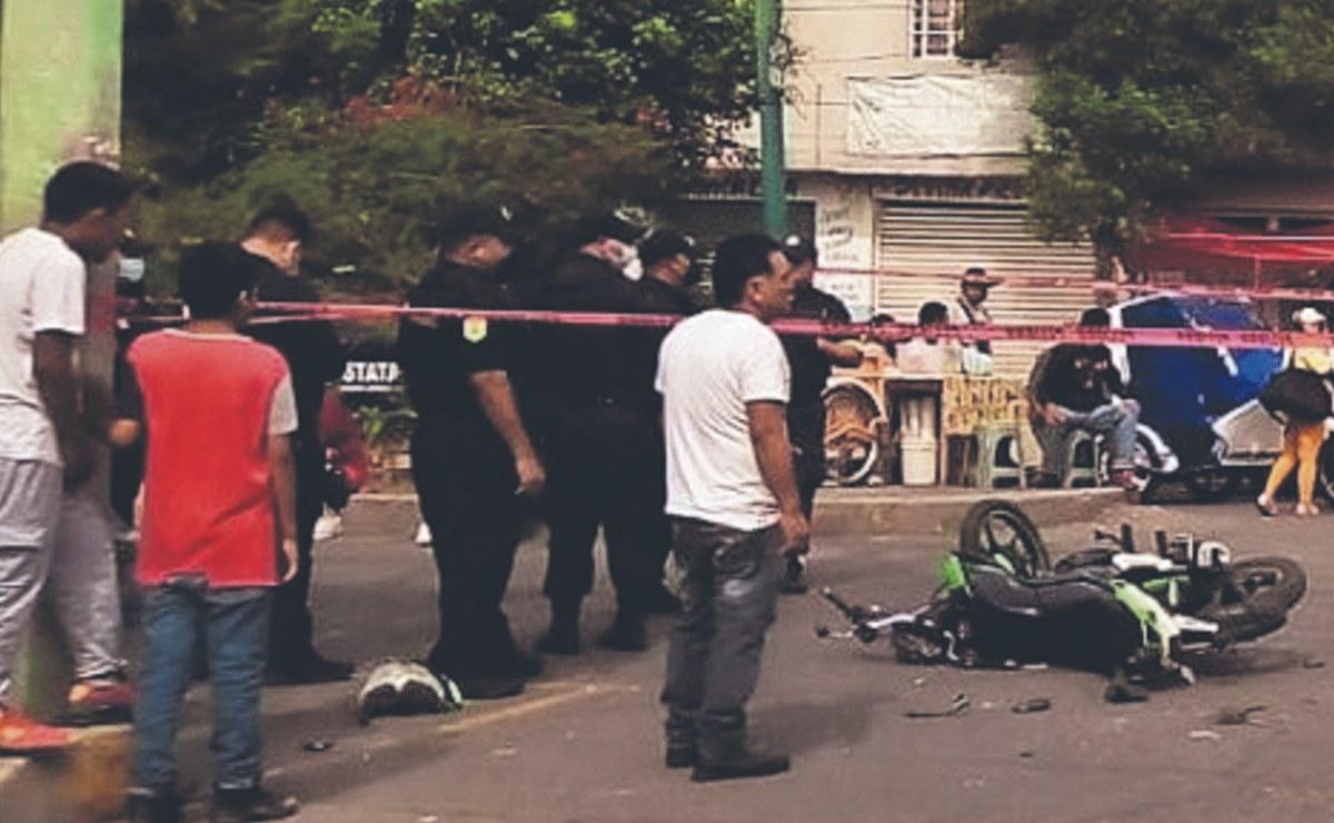 Ladrón en moto muere al chocar contra camioneta cuando escapaba de la policía, en Edomex