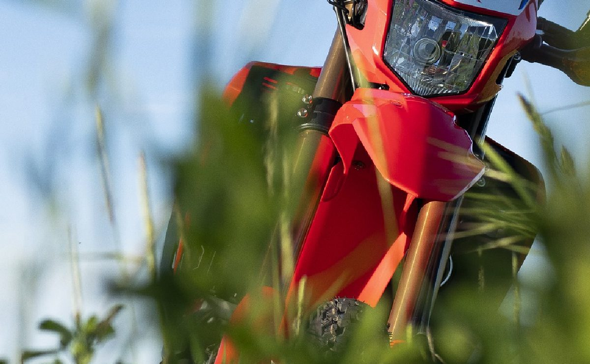 Sujetos armados interceptan a motociclista para robarle la vida y su vehículo, en Morelos
