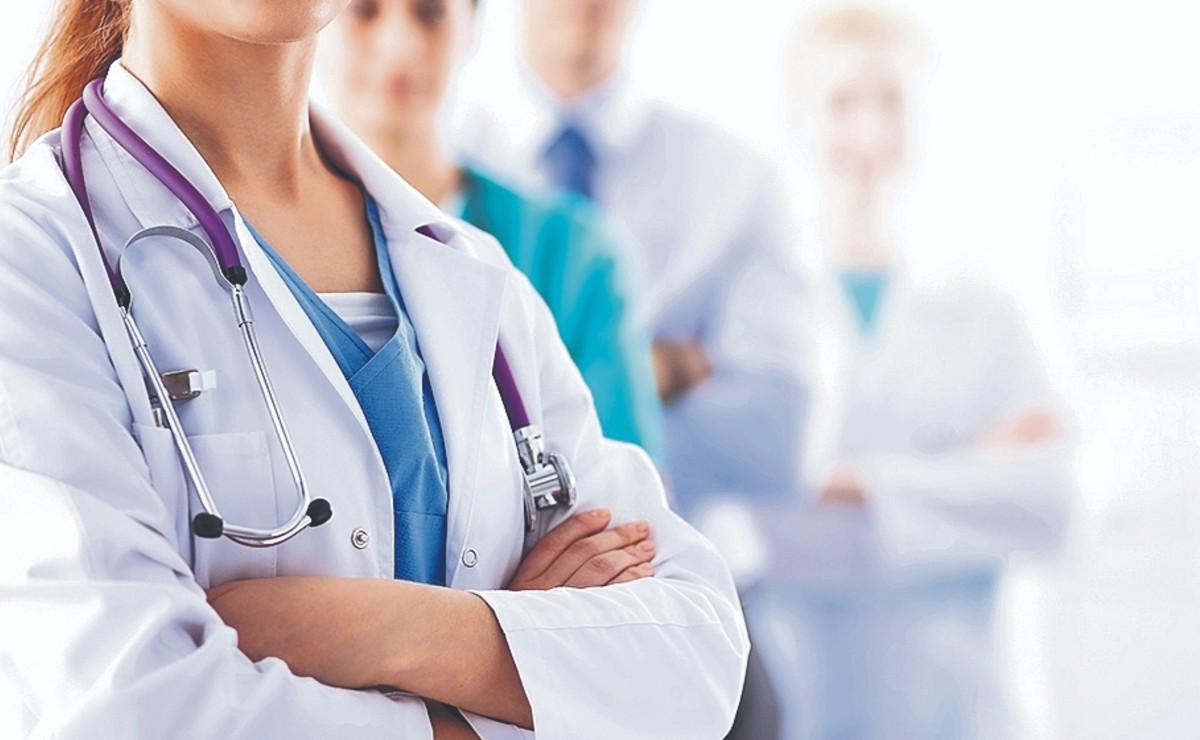 Buen atuendo de doctores proyecta mayor confianza en los pacientes, estudio