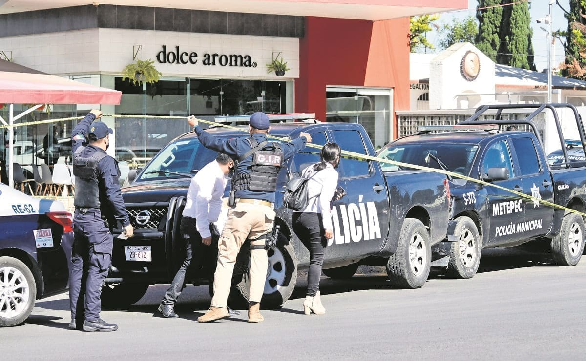 Asesinan a hombre frente a la Plaza Providencia, en Metepec
