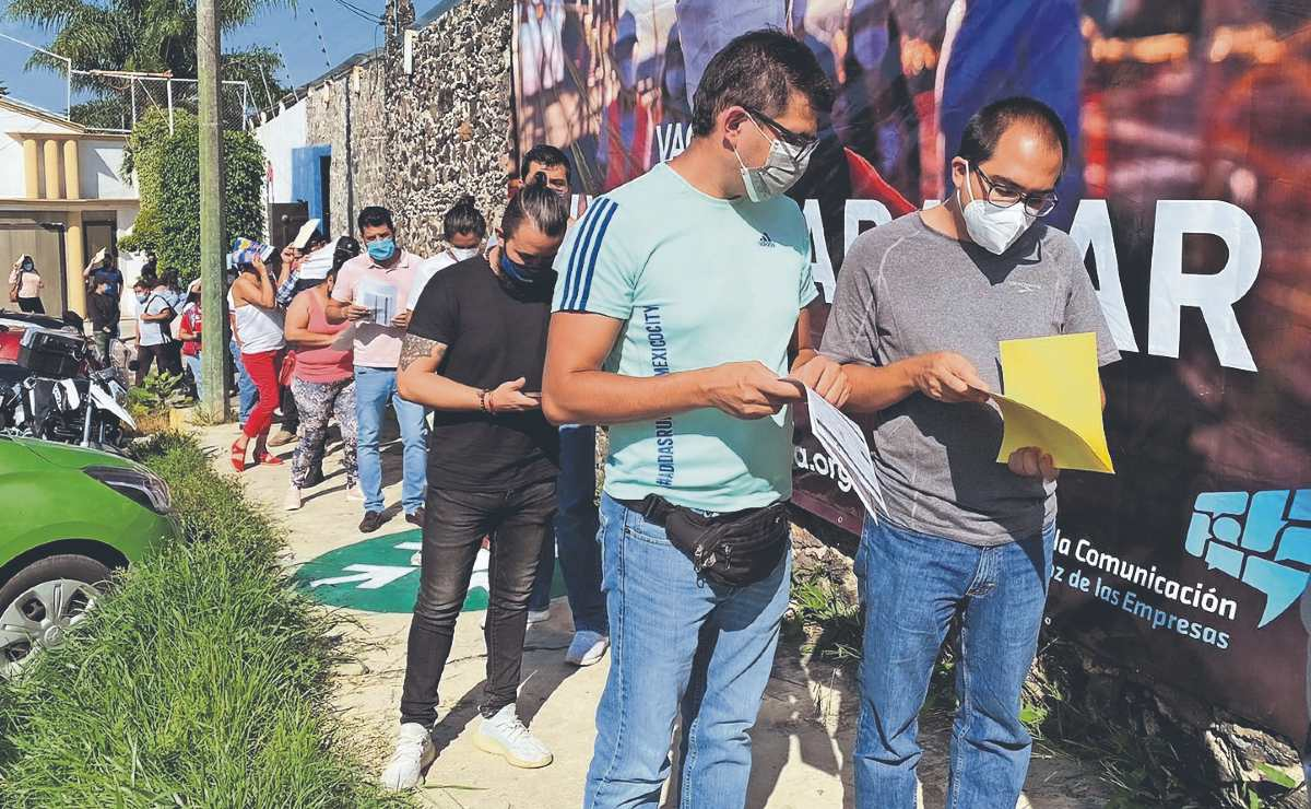 Vacunan contra Covid-19 a personal de hoteles y restaurantes, en Morelos