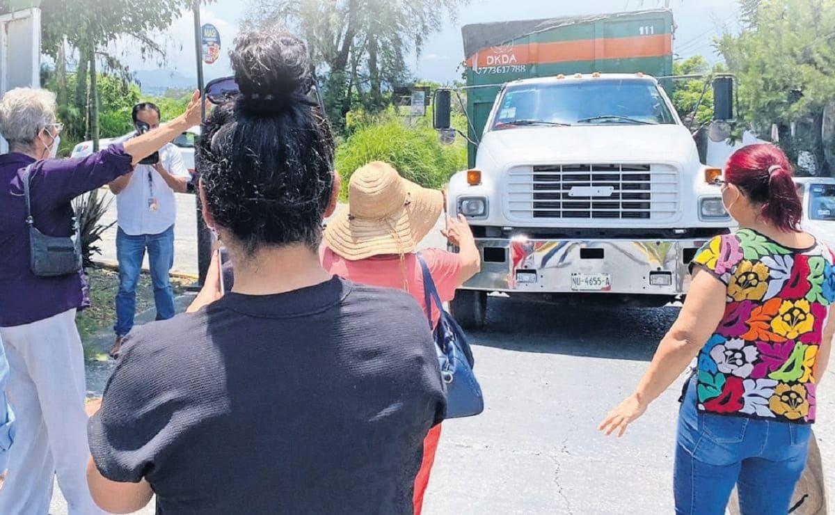 Vecinos de Cuernavaca y Temixco impiden paso de camiones recolectores al relleno sanitario