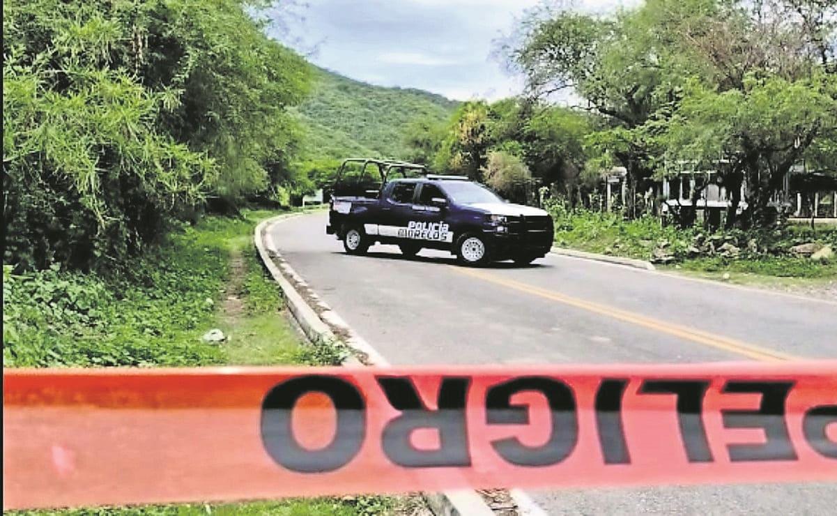 Con tiros en cabeza, pecho y abdomen, abandonan cadáver junto a carretera en Morelos