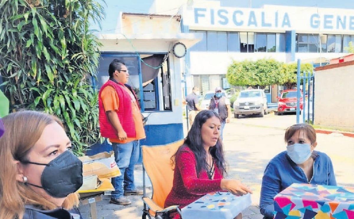 Integrantes de colectivos instalan buzón para obtener datos sobre desaparecidos en Morelos