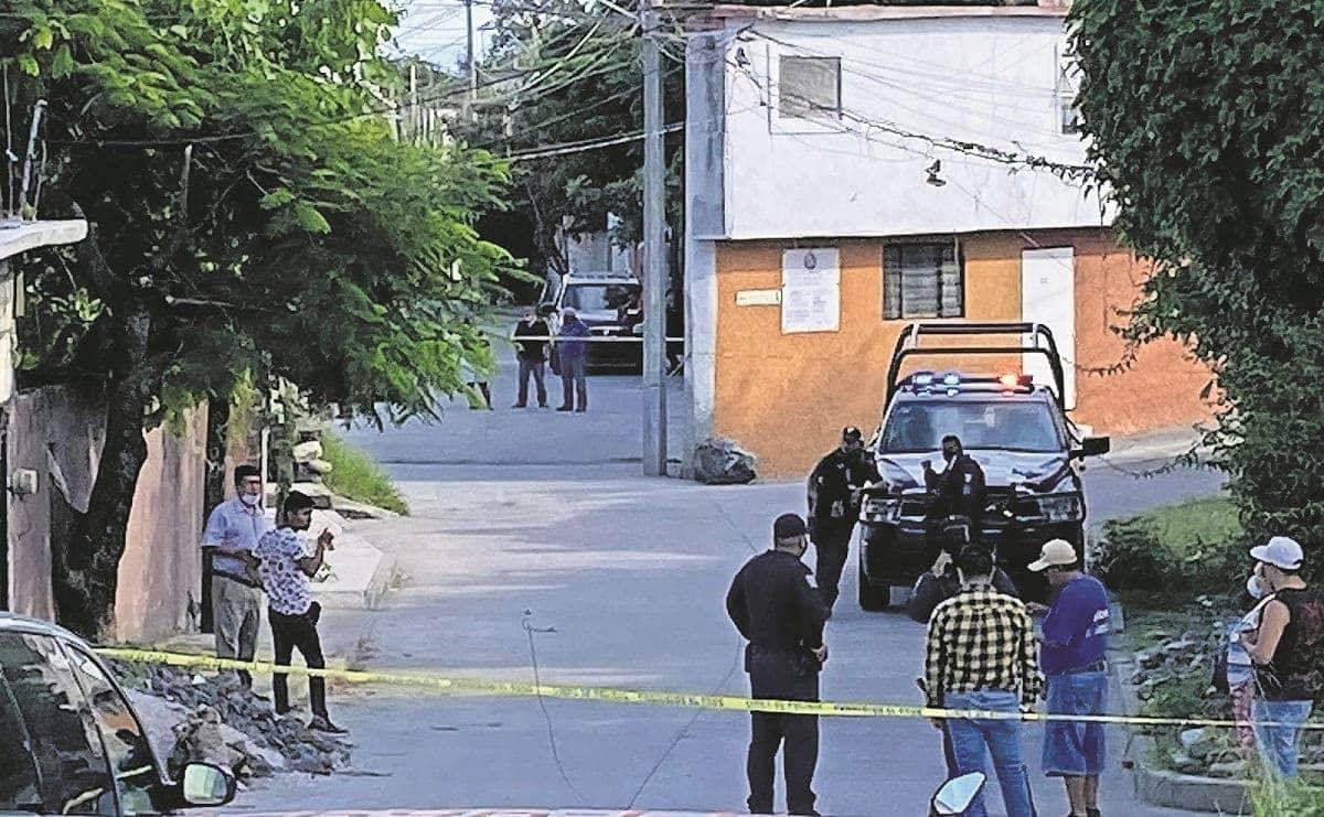 Sujetos armados acorralan a conductor de auto y lo ejecutan a tiros en Morelos
