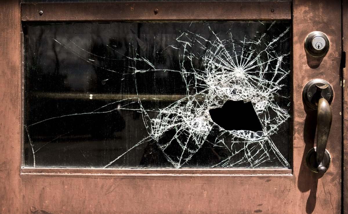 Sujetos armados entran a una casa para matar a dos hombres y a una mujer, en Guanajuato