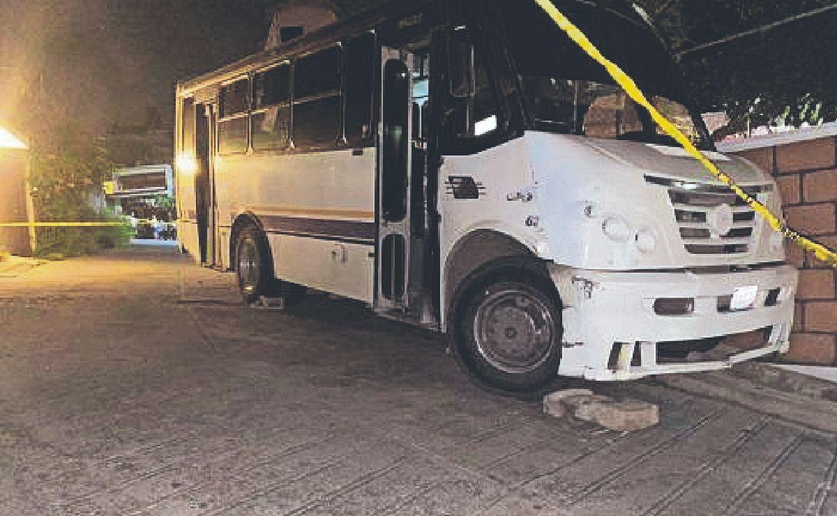 Chofer de transporte público muere atropellado por su unidad en Morelos, su hija está grave