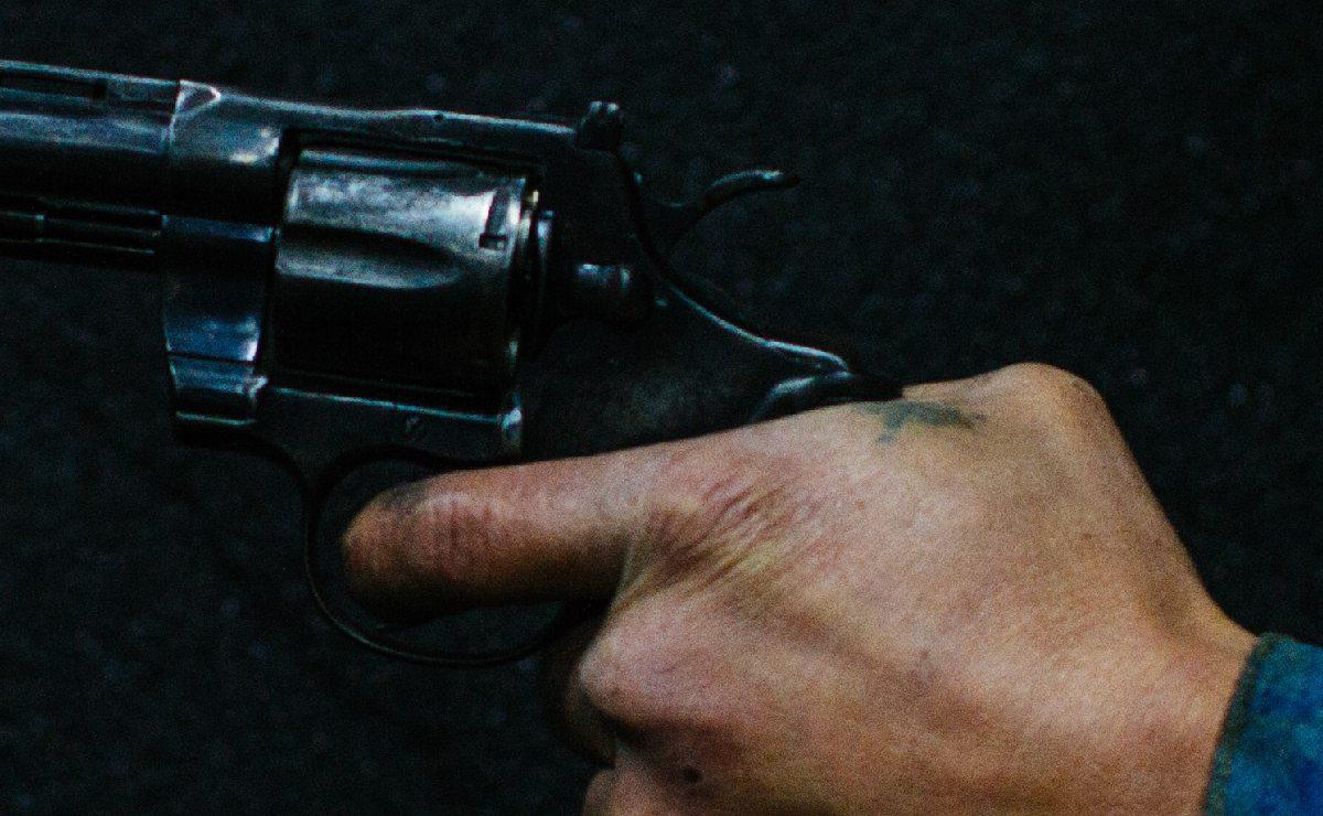 Hombre reconoce el cuerpo de su hermano, ejecutado de un balazo en la cabeza en Morelos