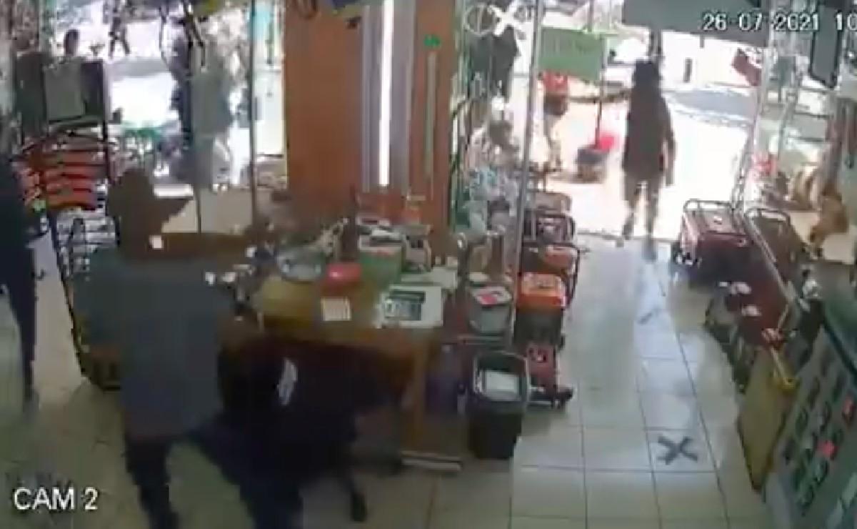 Video capta asalto en Centro Histórico de CDMX, a plena luz del día y empezando este lunes