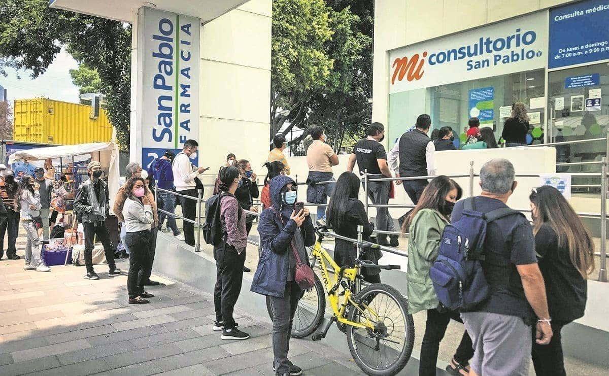 Habitantes de CDMX eligen farmacias para hacerse test Covid, ante escasez en kioscos