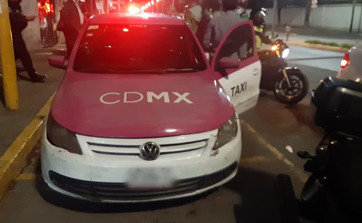 Mandan al corralón a 4 taxis por hacer base en sitios no autorizados, en CDMX