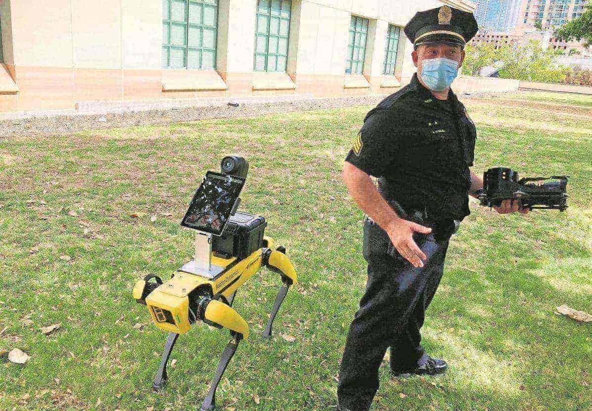 Perros policía robóticos ayudan a socorristas de emergencias a no correr peligro, en Hawái