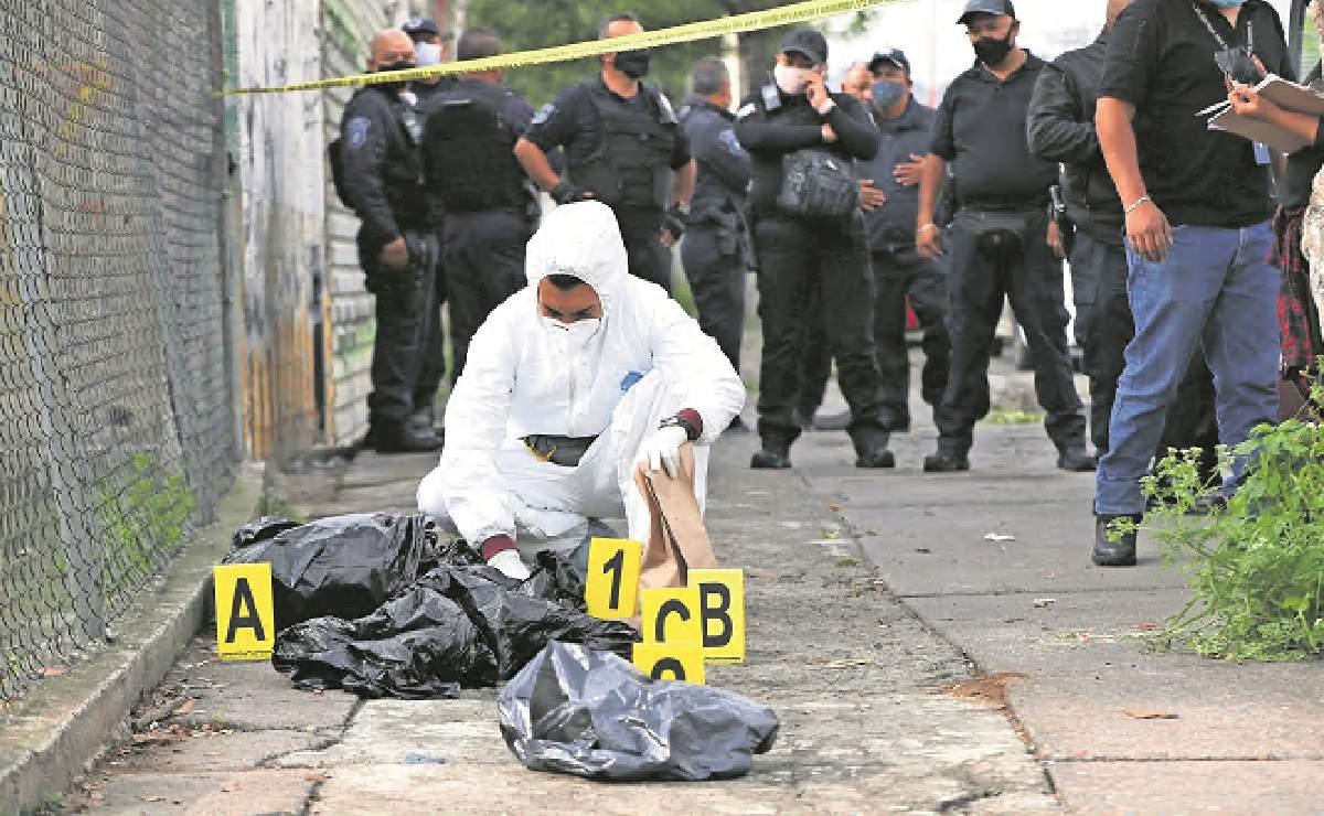 Con descuartizado, amenazan a los que extorsionan a familiares de presos en Tlalnepantla