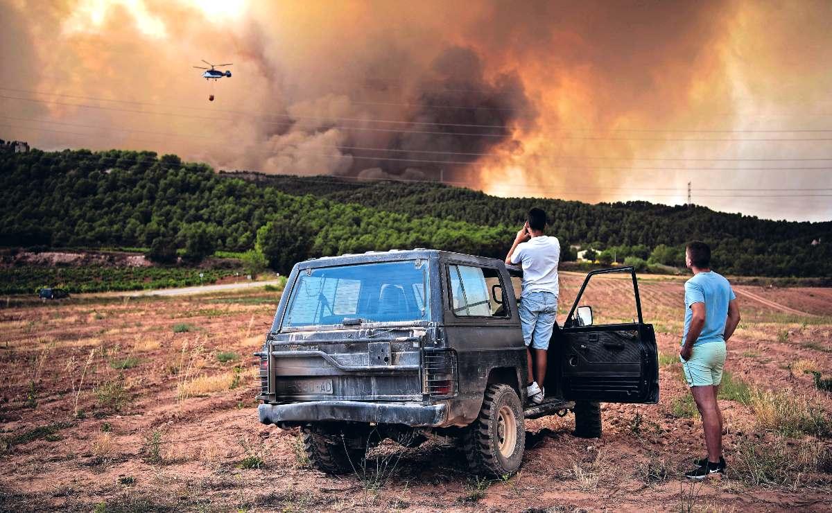 Incendio forestal en Turquía deja al menos 8 muertos, llamas se extienden en otros países