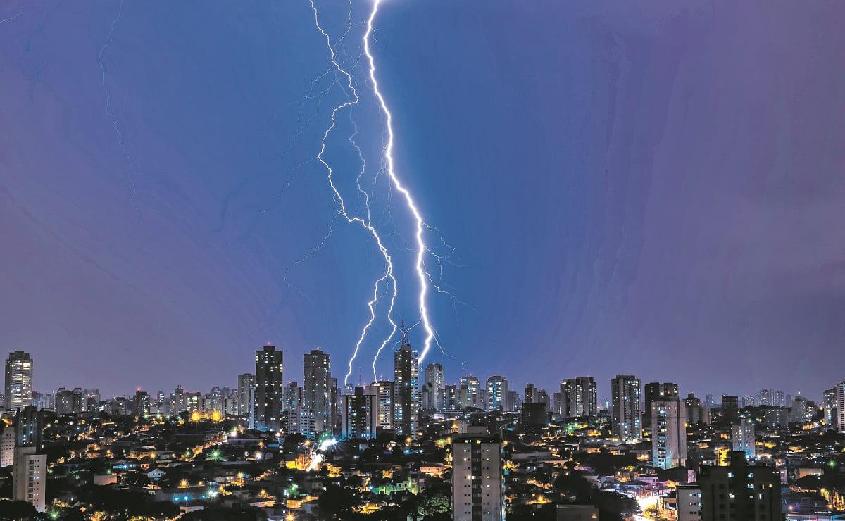 Por este motivo falla la red eléctrica en temporada de lluvias, puedes prevenirlo