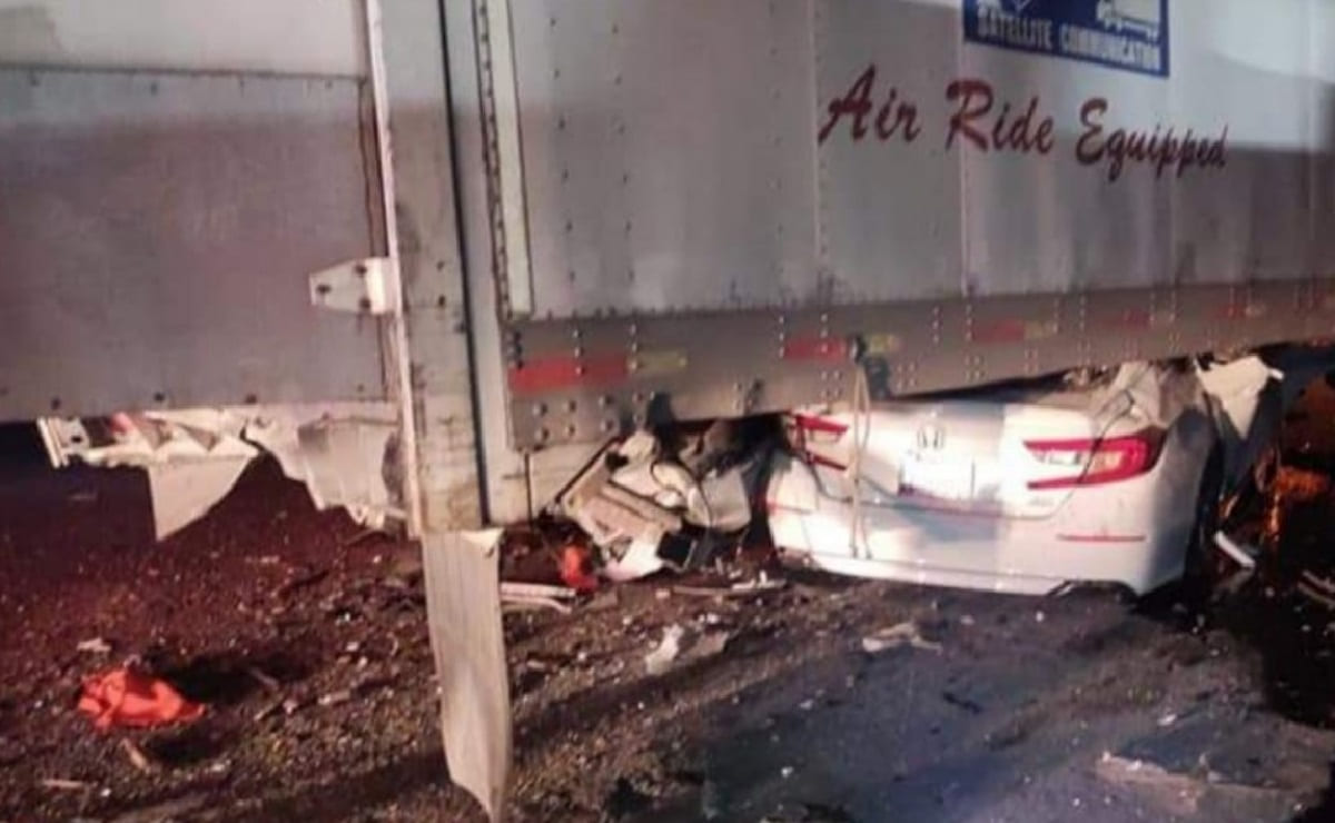 Conductor muere al impactarse contra un tráiler en la México-Puebla